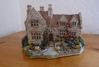 25 Lilliput Lane Cottages And Display Cabinet In Inverness with sizing 1024 X 768