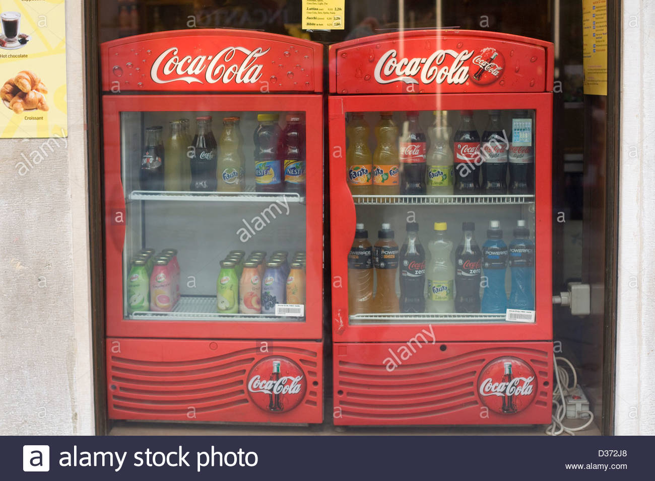 Coca Cola Mini Khlschrank Con Bar Fridge Stockfotos Bar Fridge intended for size 1300 X 956
